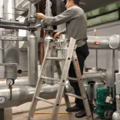 Настройка предохранительных клапанов на давление срабатывания после капитального ремонта на Зенит-Арене.